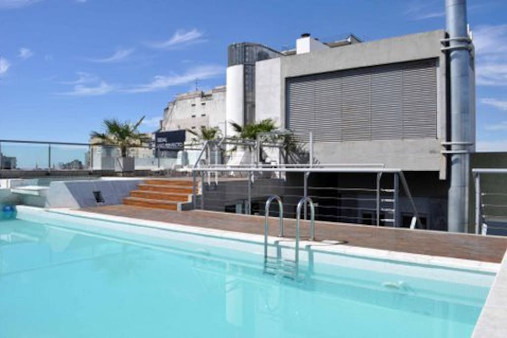 Great roof top pool. Excellent view.