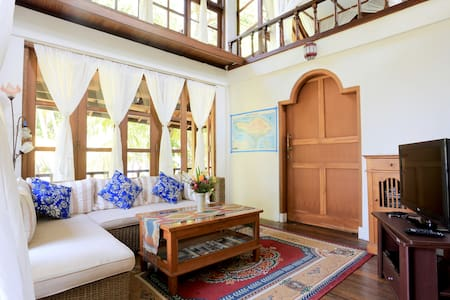 Room type: Entire home/apt Property type: House Accommodates: 8 Bedrooms: 2 Bathrooms: 2