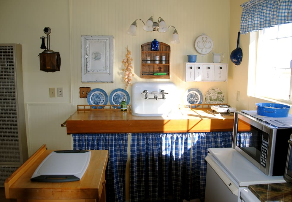 Small but functional kitchen.