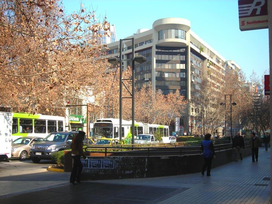 Apto Santiago, Metro Los Leones