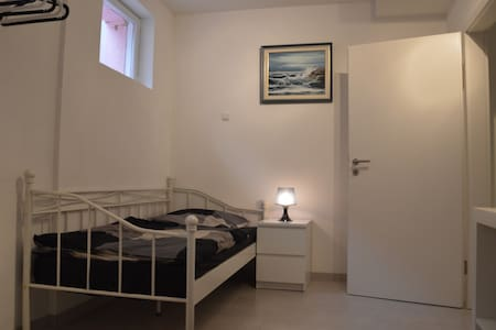 Messe-, Monteur- und Ferienwohnung - Wohnung
