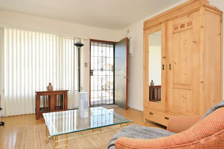 Entire WeHo Apartment To Yourself! - West Hollywood - Apartment
