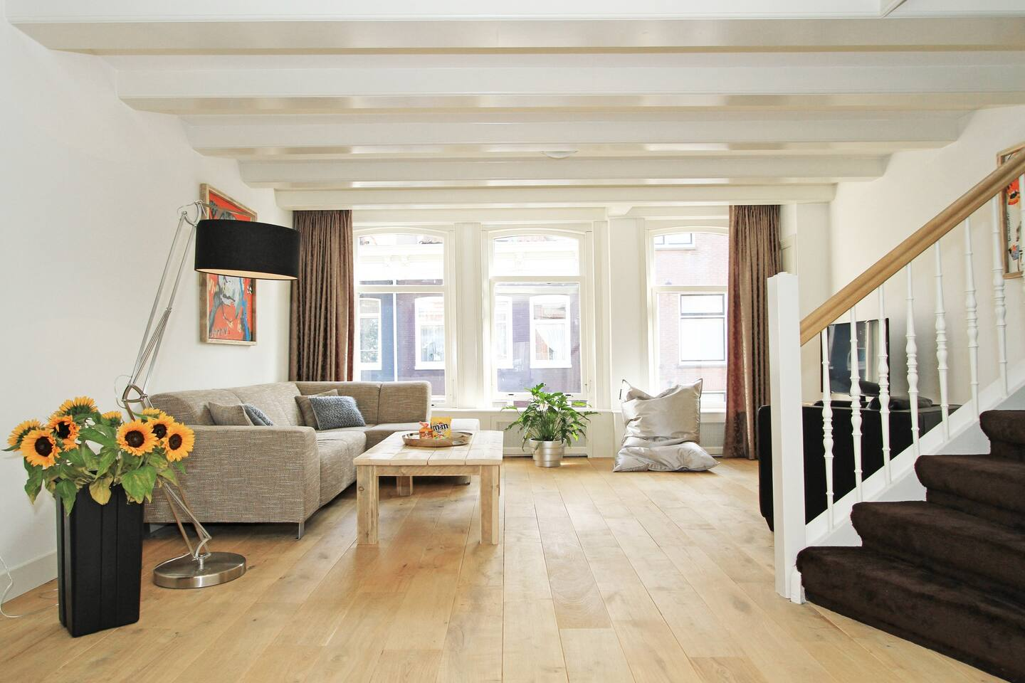 spacious bright living room (80 m2) overlooking the street