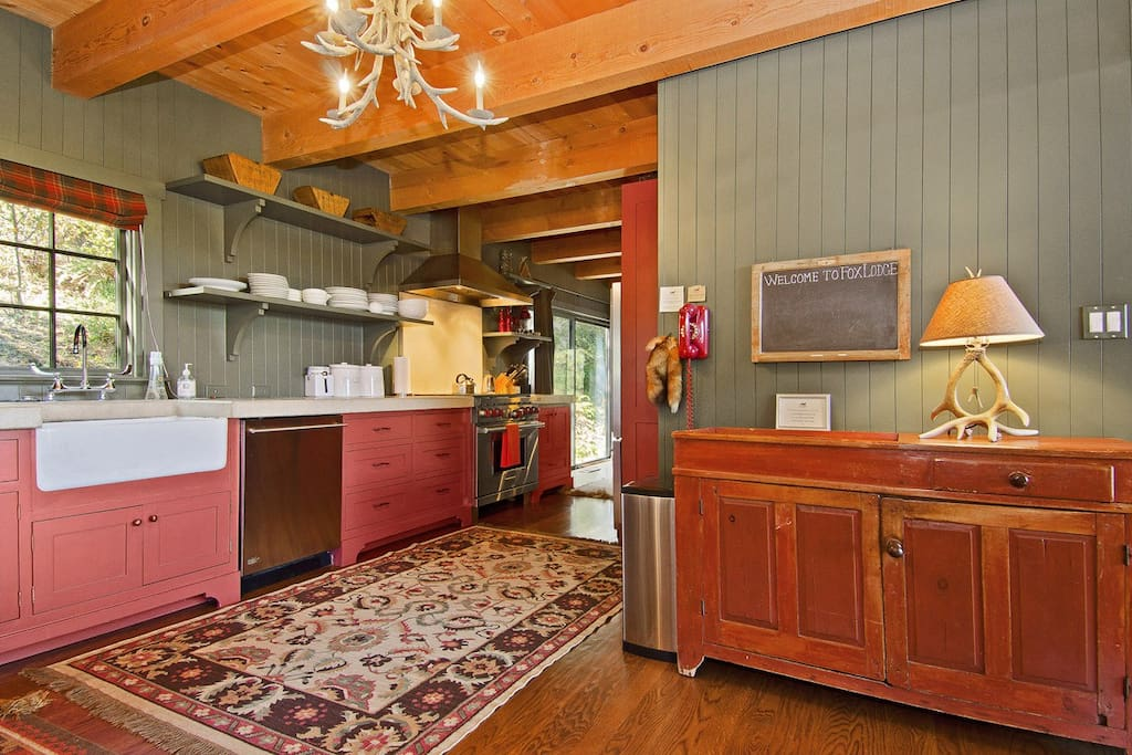 Fox Lodge, 3000 sq.ft. 4BR/2.5BA