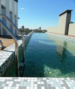 Hip Apartment with rooftop Pool
