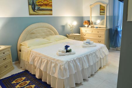 "b&b ""Oasi del Relax"" suite Azzurra - Bed & Breakfast"