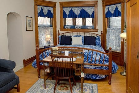 Philip W Smith B&B, Room #5 - Bed & Breakfast