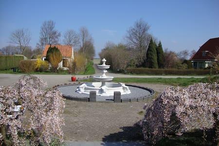 Summertime in Zonnemaire Zeeland - Penzion (B&B)