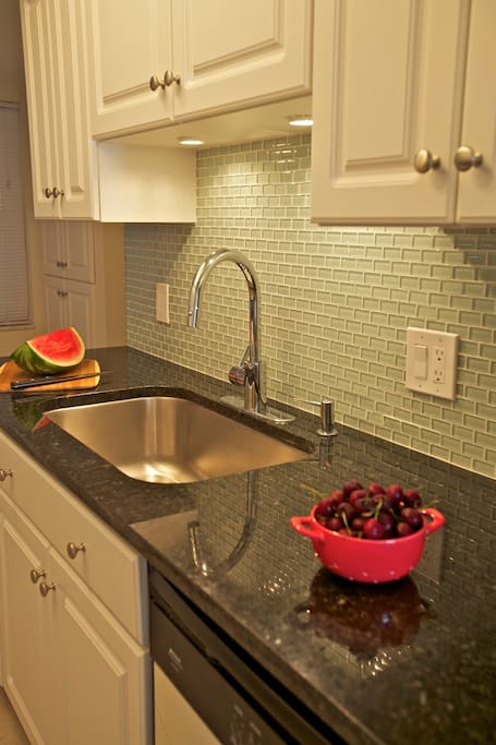 Refreshed, fully-equipted kitchen