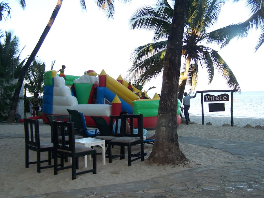 one of the closest beaches where they have kids activities