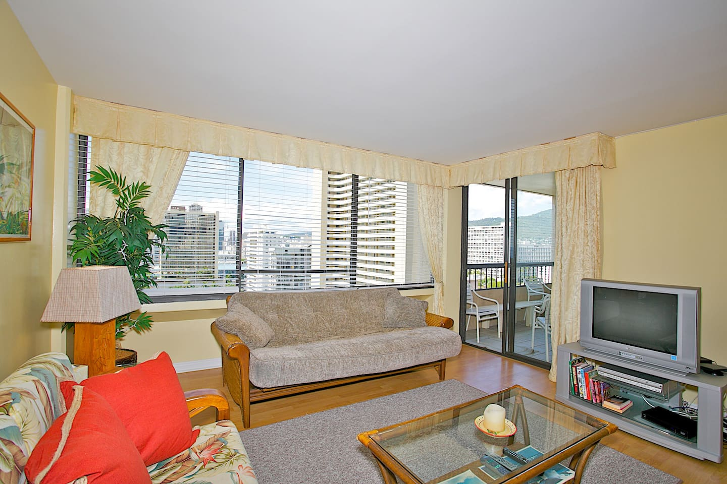 Luxury 2bd in Aloha Towers