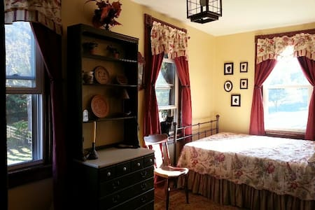 Historic Farmhouse Silhouette Room - House