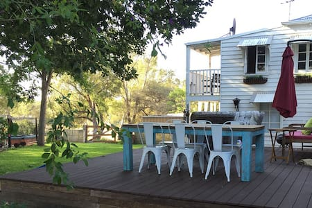 Historic Cottage in Guildford - Talo