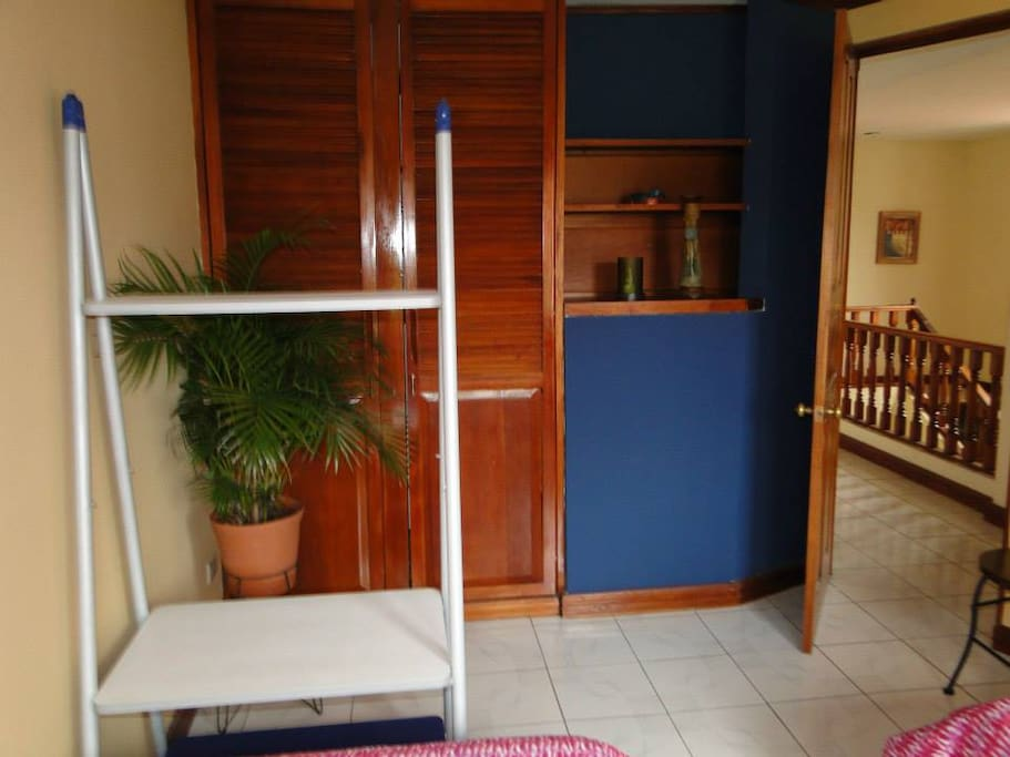 Room 7 min. from airport / Busstop!