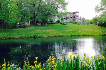SPECIAL 19th C. Farmhouse Apt, Pond &140 Acre Res. - Apartment