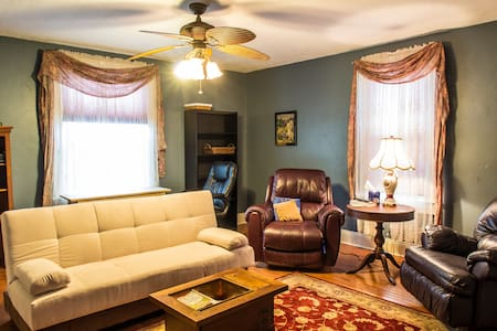 Luxury apartment; sleeps 4  - Massillon - Pis