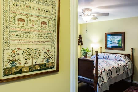 Charming 2 Room Suite, Private Bath - Cleveland Heights - House