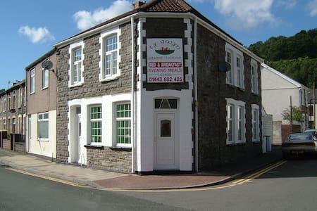 Ty Gwyn Guest House - Pontypridd - Bed & Breakfast