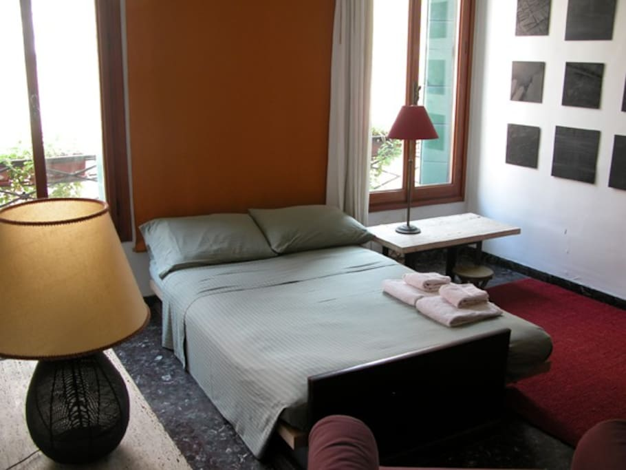 Lovely single room in warm home
