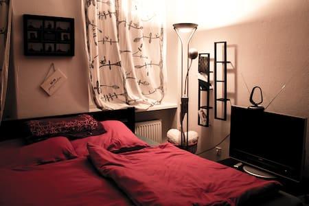 Neuköllner sleep and living room - Berlin - Condominium