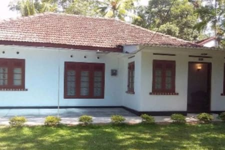 Chill - Specious(A/C) room with a double bed &bath - Casa