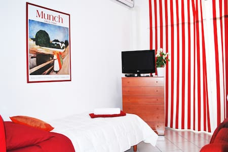 B&B Piazza Fratti - single room Papavero - Bed & Breakfast