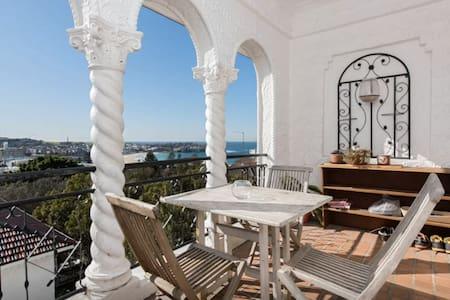 Bedroom with beach views - Bondi Beach - Apartment