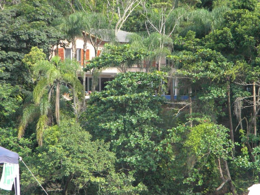 Vista da casa da praia, localizada no morro do Rio Sahy