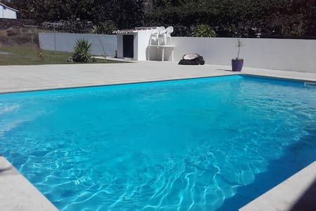 The writer's house, swimming pool - Biscoitos - House