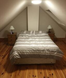 Modern comfortable and spacious hom - Carrigaline - Casa
