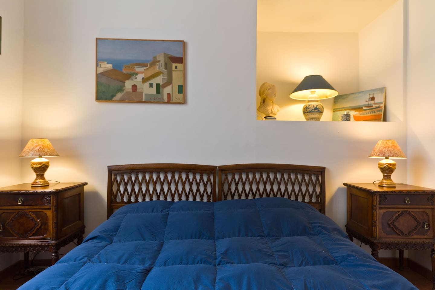 THE BLUE SUITE - 1 QUEEN SIZE BED or 2 SINGLE BED