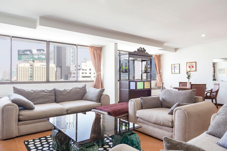 Central spacious trendy apartment