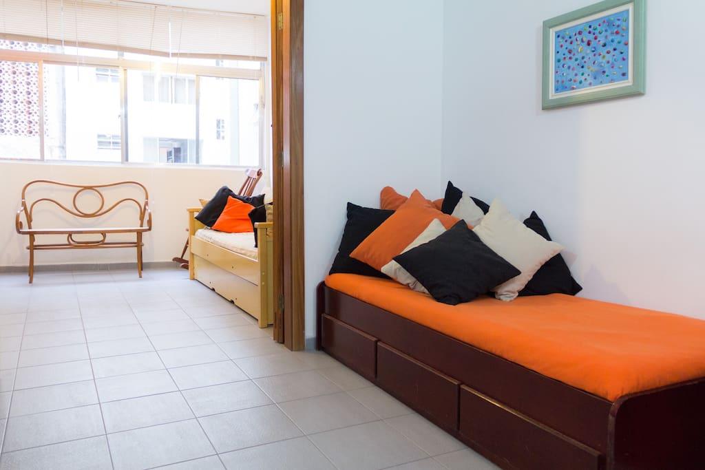 cama adicional na sala