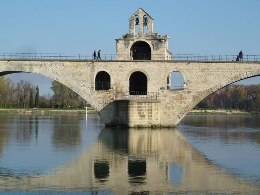 Le Pont d'Avignon avec sa chapelle