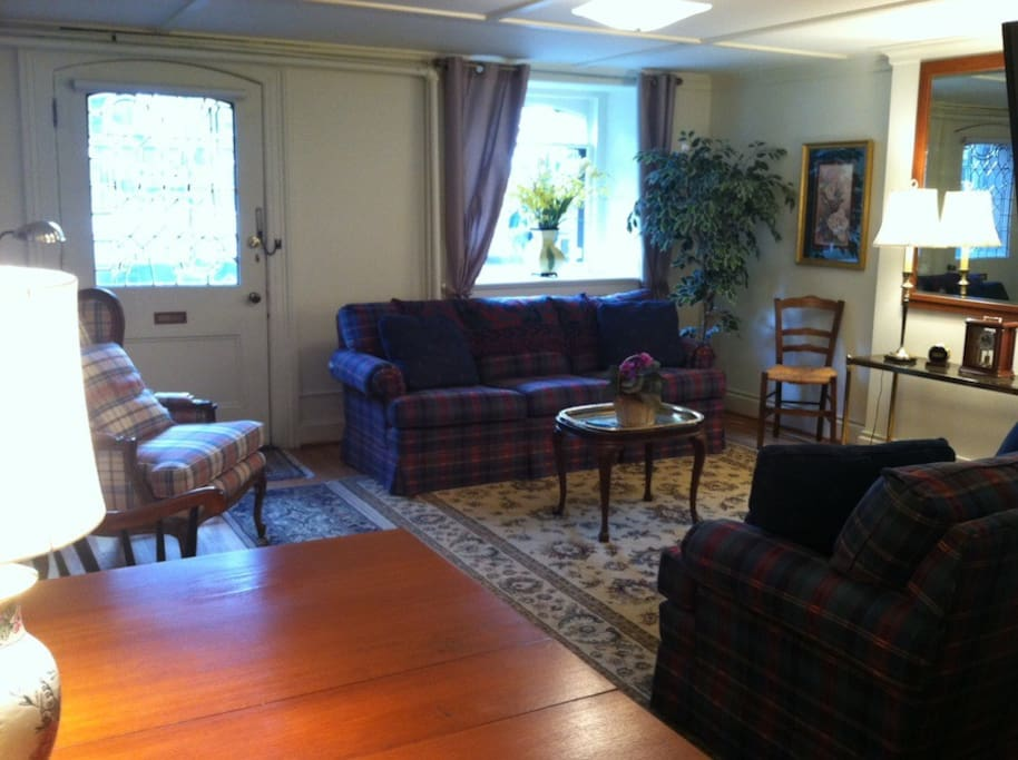 What Amenities? Wifi, cable, washer/dryer, A/C and all utilities included Free of Charge.