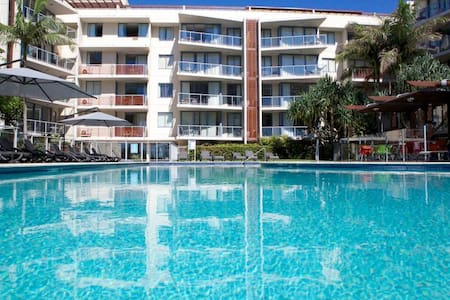 BEAUTIFUL BURLEIGH APARTMENT - Daire