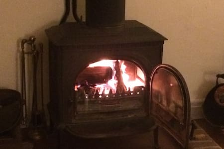 Cosy village cottage with log fire - South Harting