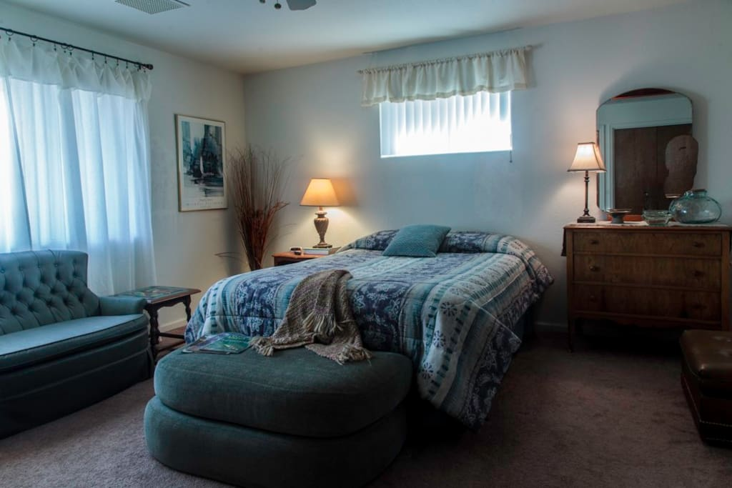 Guest room with queen bed, TV, private bathroom.