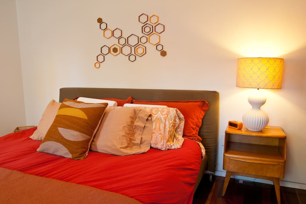 Simple clean, with memory foam mattress and comfortable bedding