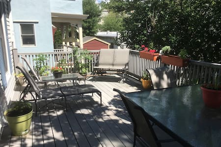 Downtown Tarrytown 1 Bedroom Apt with a Sunny Deck - アパート