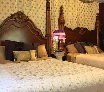 """Sierra Forest Glen B&B """"Victorian"""" - Bed & Breakfast"""