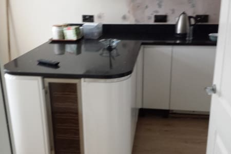 Gorgeous 5 bedroom town house 1st fl double room - Hus