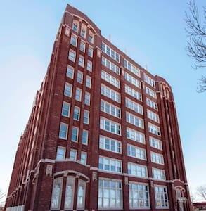 Historic Park Loft- NKC 1 bed/1 bath 924 sq. ft - North Kansas City - Loft