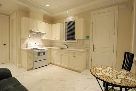 1 Bedroom, 1 Kitchen, 1 Full Bathroom - Richmond - House