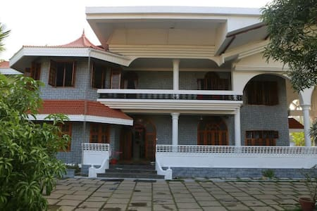 Large Bunglow furnished close to Cochin airport - Domek parterowy