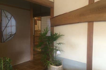 古民家を改装したカフェを併設しており、二組限定の安心して泊まれる宿 - House