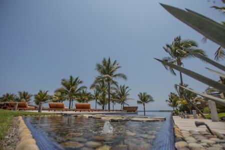 "Casa Azul en Las Palmas ""Beach Front"" - Zihuatanejo - Condominium"