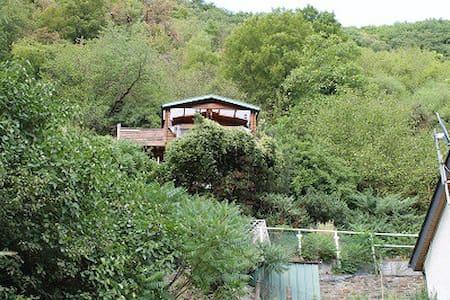 Baumhaus-Träumen in Bäumen - Boppard - Hytte