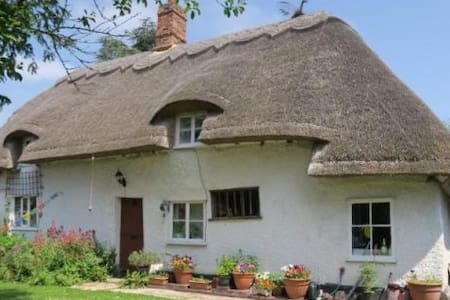 Grade 2 Listed Thatched Cottage - Casa