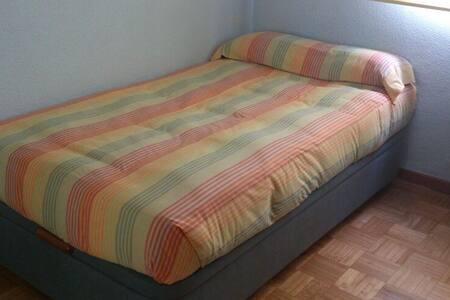 Habitación con pensión completa - Algete - Bed & Breakfast
